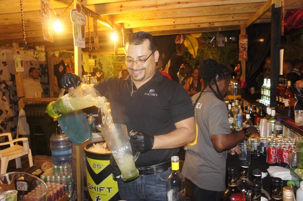 Making the perfect Pineapple Mojito at Rum Festival Bahamas 2014