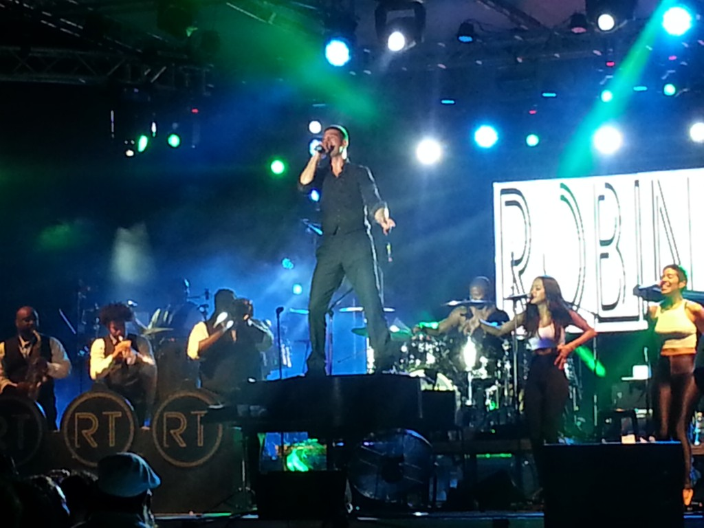 Robin Thicke at Aruba Soul Beach Music Fest 2014
