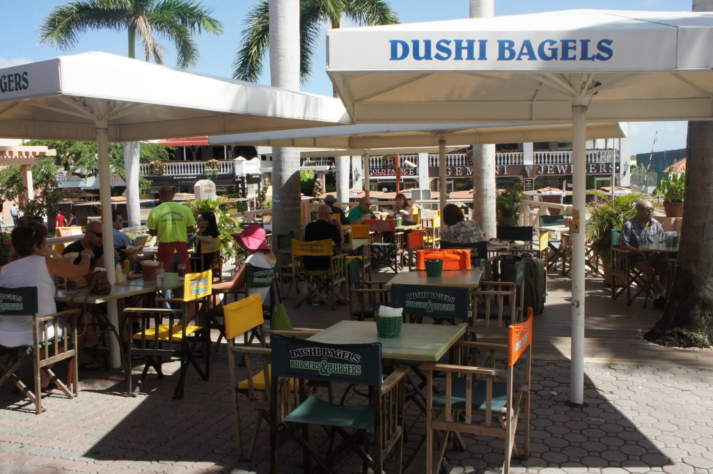 Dushi Bagels and Burger & Burgers, Aruba review